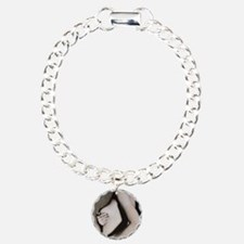 Woman palpates breast du Bracelet