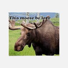 This moose be love: Alaskan moose Throw Blanket