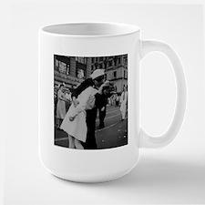 """the Kiss"" WWII Mug"