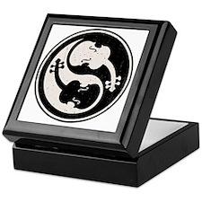 viol-yang4-T Keepsake Box
