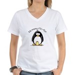 Mommy to Be Penguin Women's V-Neck T-Shirt