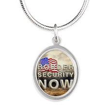 bordersecnowsq Silver Oval Necklace