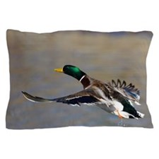 duck in flight Pillow Case