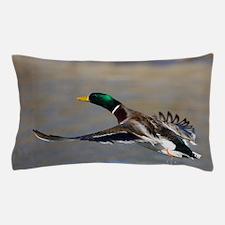 duck in flight Pillow Case