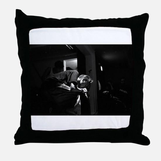 XADEETX Throw Pillow