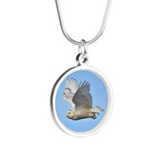 Snowy in flight Silver Round Necklace