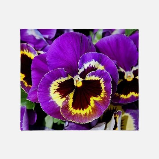 Beautiful purple pansy Throw Blanket