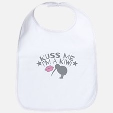 Kuss me Im a KIWI (Kiss in a cute accent) Bib