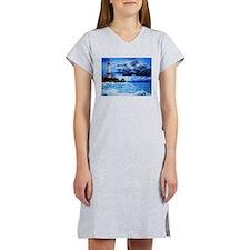 crashing waves Women's Nightshirt