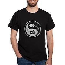 yin-guits-combo-dist-T T-Shirt