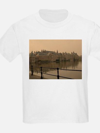 den haag bridge T-Shirt