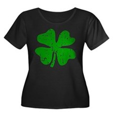 Green distressed shamrock Plus Size T-Shirt