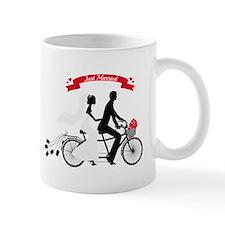 Just married bride and groom on tandem bicycle Mug