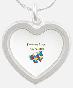Someone I love has Autism (y Silver Heart Necklace