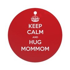 Hug MomMom Ornament (Round)