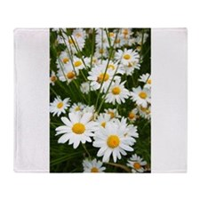 Meadow of daisies Throw Blanket