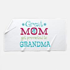 Great Mom Promoted to Grandma Beach Towel