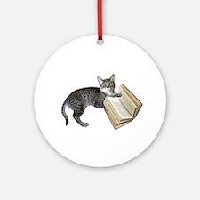 Reading Cat Ornament (Round)