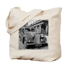 Classic car and English Pub scene Tote Bag