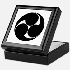 Three clockwise swirls Keepsake Box