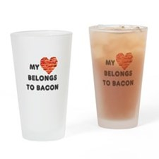 My heart belongs to bacon Drinking Glass