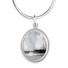 Grey Sparkling Pier Silver Oval Necklace