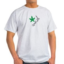 New Zealand map tattoo with green leaf T-Shirt