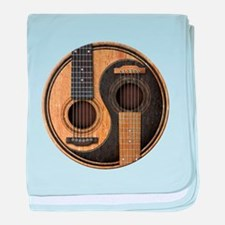 Old and Worn Acoustic Guitars Yin Yang baby blanke