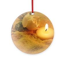 helle kerze im sand Round Ornament