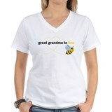 Great grandma to bee Womens V-Neck T-shirts