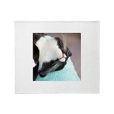 sleeping tuxedo cat Throw Blanket