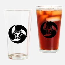 Three counterclockwise clove swirls Drinking Glass