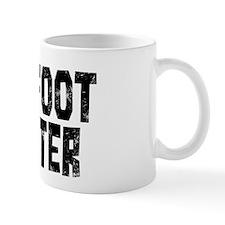 Bigfoot Hunter (distressed) Mugs