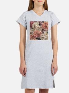 great garden roses, vintage look Women's Nightshir