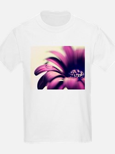 PURPLE GERBERA w WATER DROPLET T-Shirt