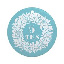 5th Anniversary Wreath Ornament (Round)