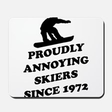 Snowboarders annoying skiers Mousepad