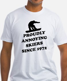 Snowboarders annoying skiers T-Shirt