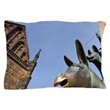 Bremen. Town Musicians of Bremen statu Pillow Case