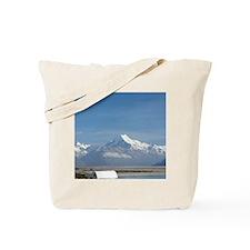 Campervan on road to Aoraki / Mt Cook, an Tote Bag