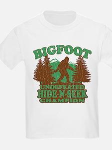 BIGFOOT Funny Saying (vintage distressed design) T