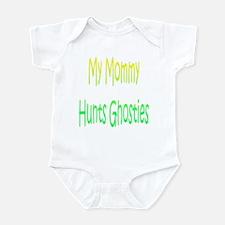 Mommy Hunts Ghosties Infant Bodysuit
