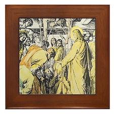 Jesus healing man watched by crowd, en Framed Tile