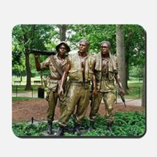 Three Vietnam Servicemen Statue - Washin Mousepad