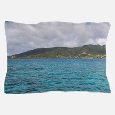 The blue waters of the Caribbean Sea o Pillow Case