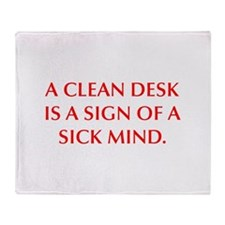A CLEAN DESK IS A SIGN OF A SICK MIND Throw Blanke