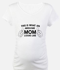 This is what an awesome mom looks like. Shirt