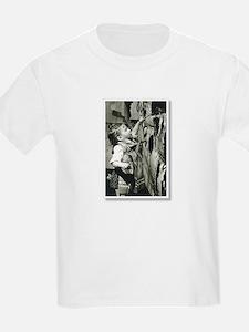 camara artisteMara T-Shirt