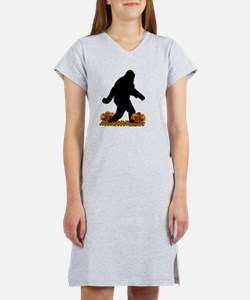 Gone Thanksgiving Squatchin' Women's Nightshirt