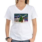 XmasMagic/Sheltie (7R) Women's V-Neck T-Shirt